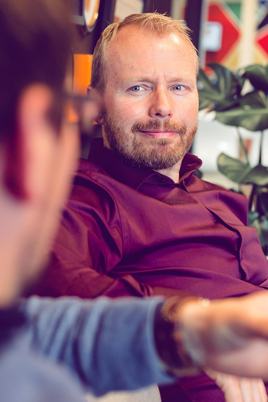 Karl Erik Lohr ser bort på Remi A. Netteland